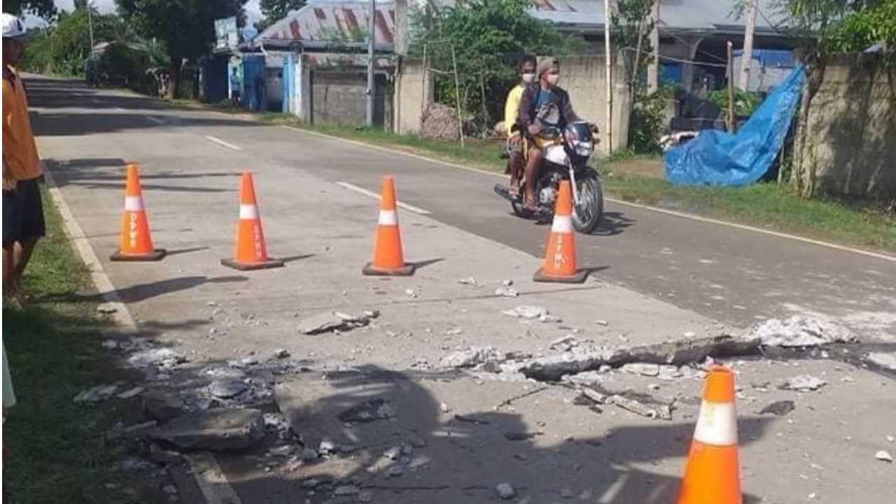 Trzęsienia ziemi regularnie nawiedzają Indonezję (fot. PAP/EPA/JOHN MARK LALAGUNA/PRC/HANDOUT)