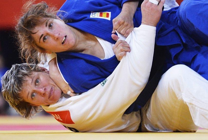 Hiszpanka Cecilia Blanco pokonała Natalyię Smal z Ukrainy w pierwszej rundzie kategorii 70 kg (fot. PAP/EPA)