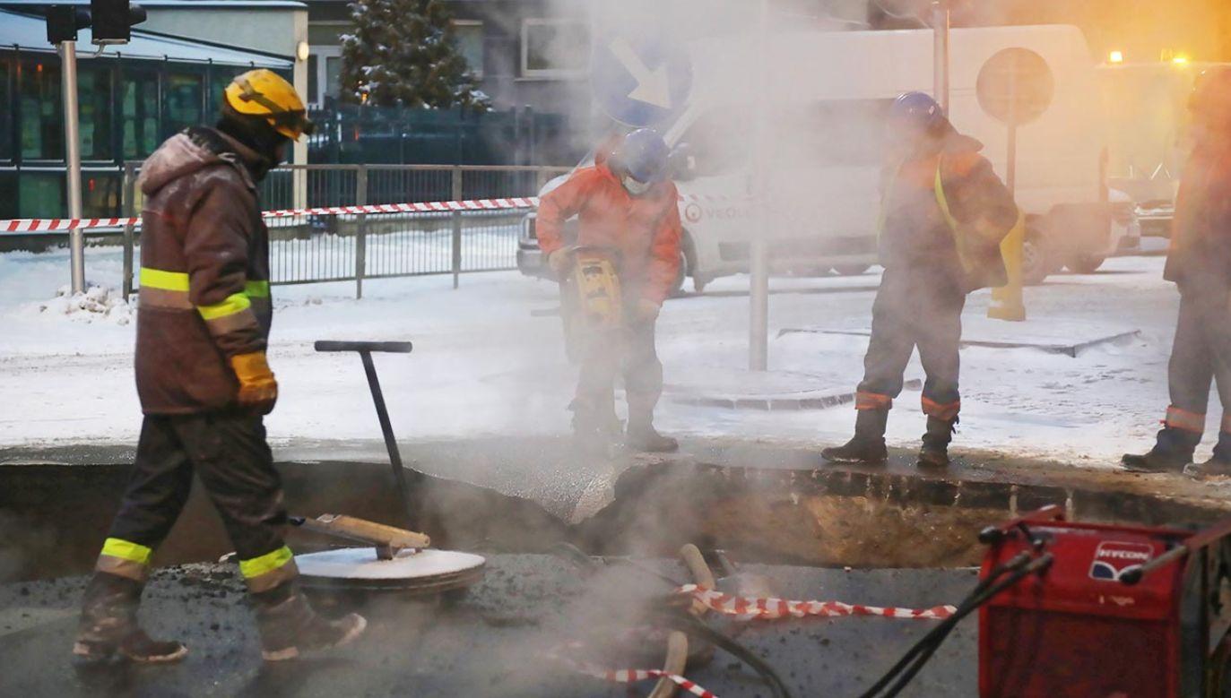 To kolejna tego typu awaria w stolicy w ciągu ostatnich dni (fot. PAP/Wojciech Olkuśnik)