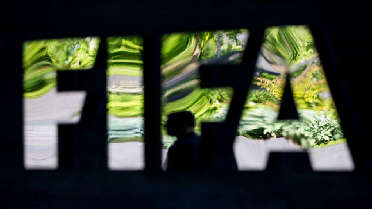 Działacze FIFA przyjmowali łapówki za prawo do organizacji mundiali (fot. Philipp Schmidli/Getty Images)