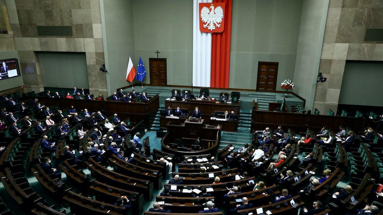 Polska polityka od lat przypomina tasiemcowy serial (fot. PAP/Rafał Guz)