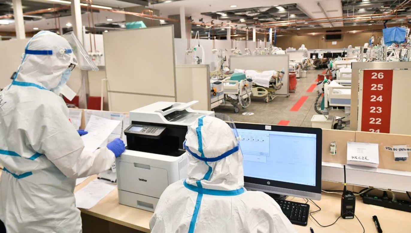 Coraz więcej osób zakażonych jest wariantem indyjskim lub południowoafrykańskim koronawirusa  (fot. PAP/Andrzej Lange)