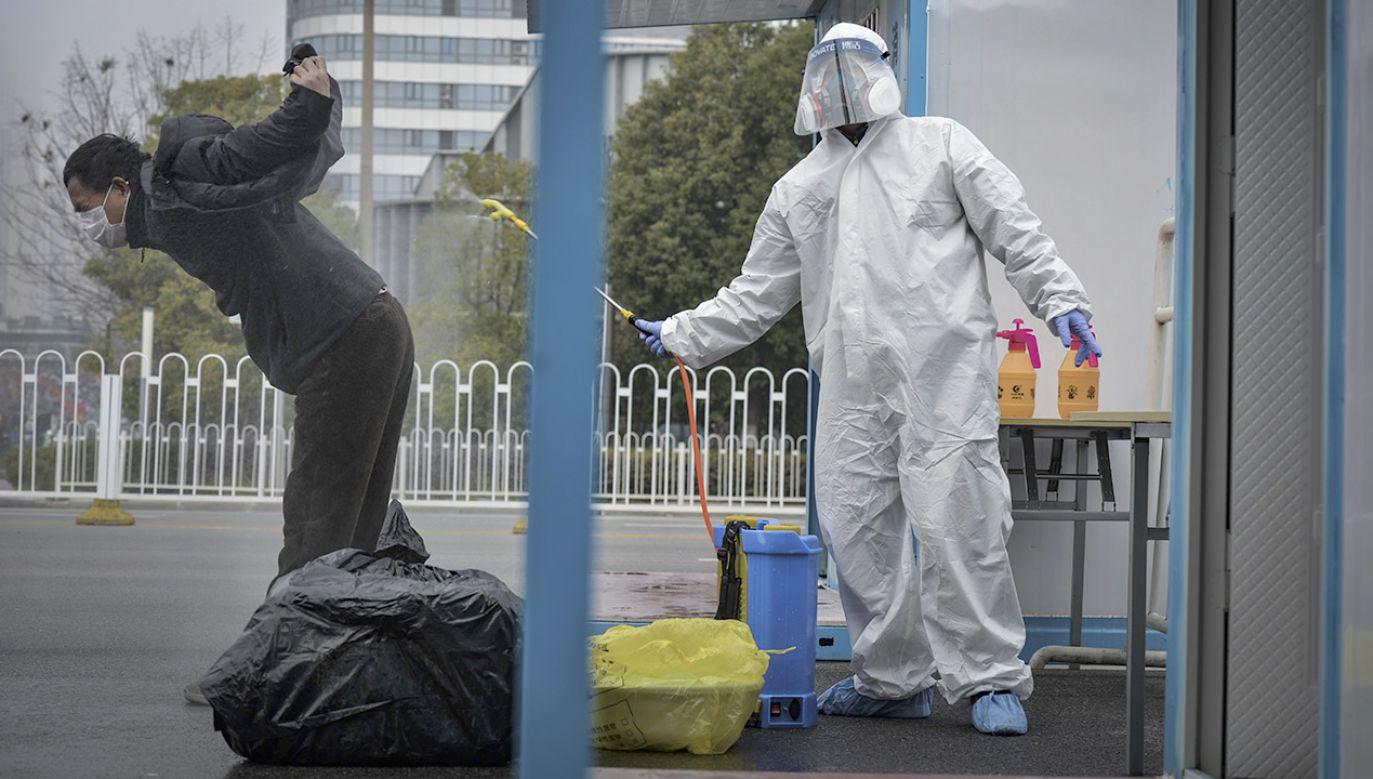 """Prawdopodobnie setkom tysięcy zakażeń zapobiegły """"bardzo trudne działania"""" podjęte przez chińskie władze – ocenił Aylward (fot. PAP/ EPA/SHI ZHI)"""