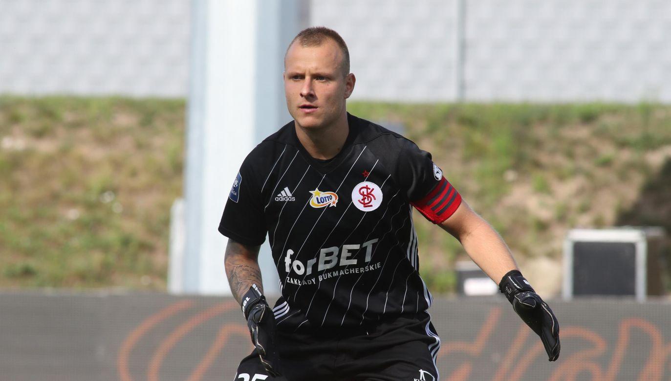 Bramkarz ŁKS Michał Kołba podczas meczu piłkarskiej ekstraklasy (fot. PAP/Roman Zawistowski)