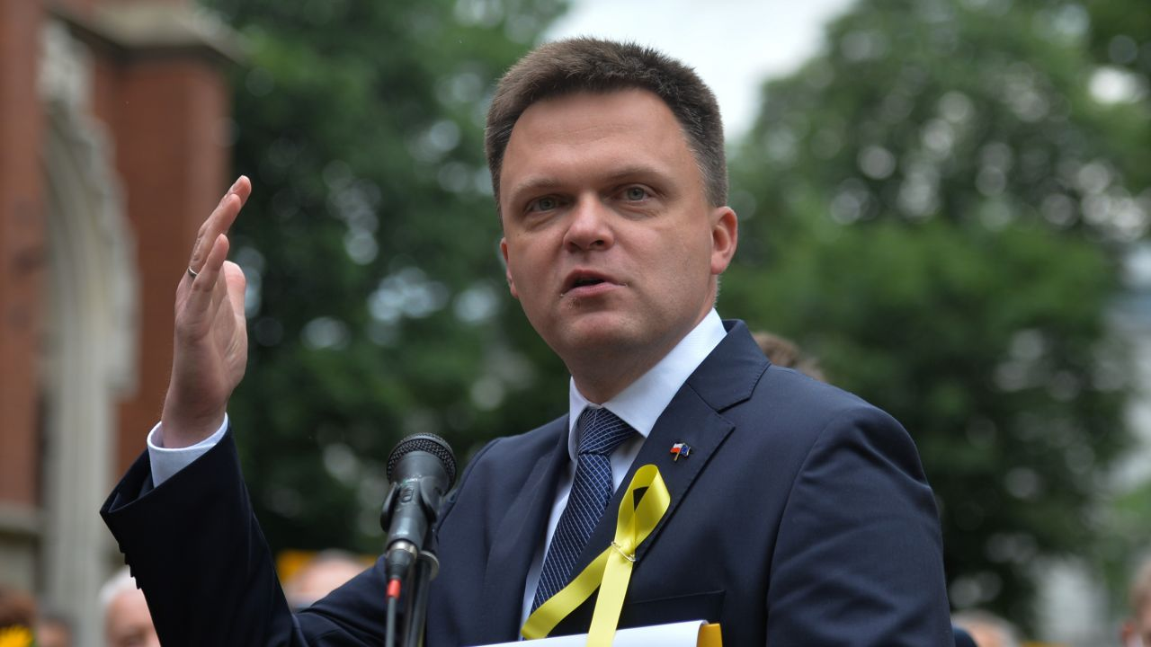 Sondaż, były dziennikarz TVN i lider Polski 2050 notuje spadek (Artur Widak/NurPhoto via Getty Images)