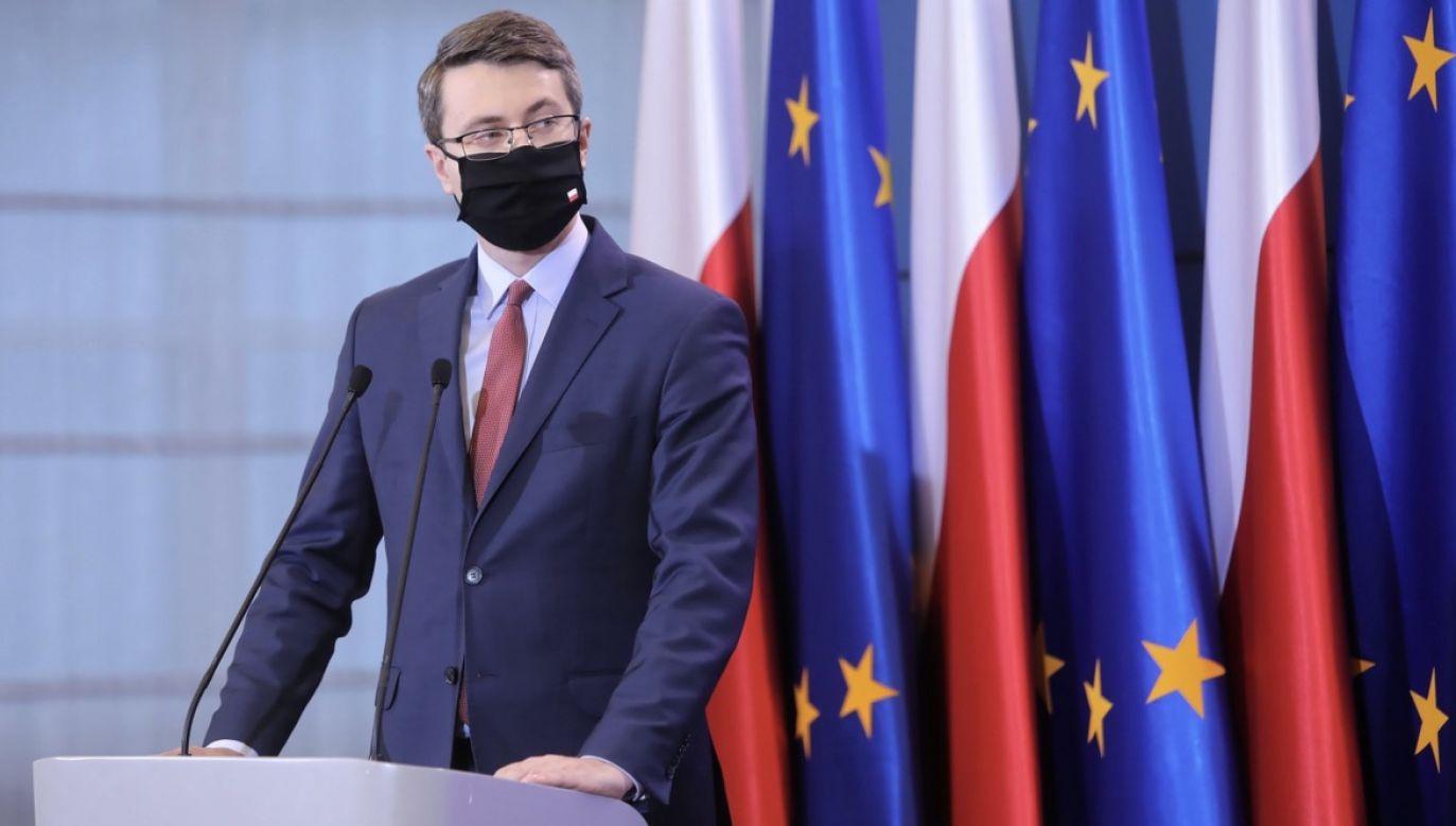 Rzecznik rządu Piotr Müller na kwarantannie (fot. PAP/Wojciech Olkuśnik)