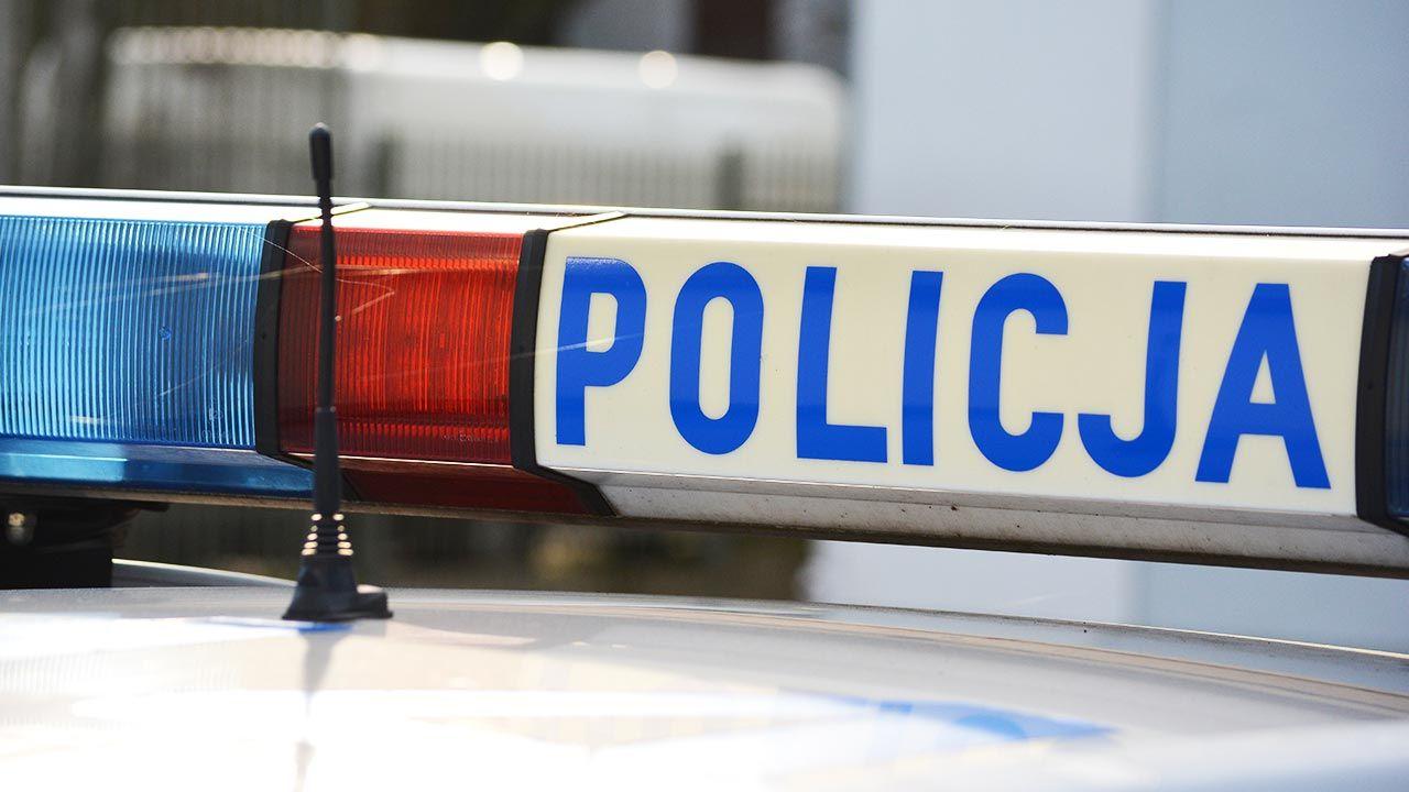 Policja zorganizowała objazdy (fot. Shutterstock/DarSzach)